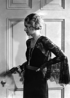 Lace sleeves    Barbara Stanwyck in Forbidden (Frank Capra, 1932)