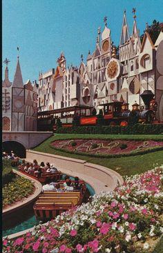 """Disneyland postcard 0111046 """"It's A Small World"""" Mid 1970's Disneyland World, Disneyland Rides, Vintage Disneyland, Disneyland Secrets, Disneyland History, Disneyland Nails, Disney Trips, Disney Parks, Walt Disney World"""