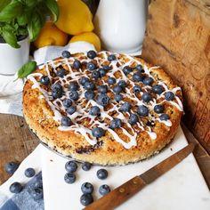 Vilket fantastiskt blåbärsår vi har, detta kräver naturligtvis massor av härliga blåbärsrecept. Visst är det något visst att plocka sina egna blåbär som man sedan kan använda i diverse bakverk. Men…