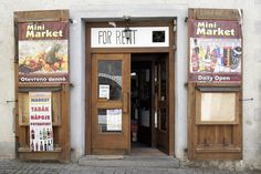 チェコの可愛い街、チェスキー・クルムロフ。お店のドアもこんなにお洒落。 crassy market - Cesky Krumlov, KAWAII small village.  #cesky krumlov #czech #チェコ #チェスキー・クルムロフ #world heritage #世界遺産 Open Market, Store Fronts, Gallery Wall, Kawaii, Marketing