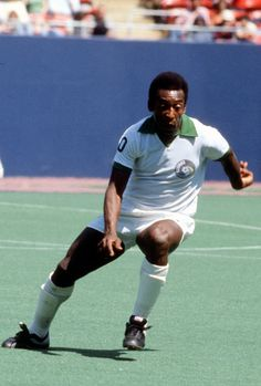 e7511ea3d Pele   10 of the New York Cosmos in action during an NASL Soccer game