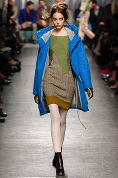 Nur das Kleid! Das Blau der Jacke ist für diesen Farbtyp zu kalt! Farb-und Stilberatung mit www.farben-reich.com - Missoni