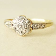 Art Deco Gold & Diamond Flower Ring Vintage by luxedeluxe Art Deco Ring, Art Deco Jewelry, Vintage Diamond, Vintage Rings, Carat Gold, 18k Gold, Art Nouveau, Diamond Flower, Anniversary Bands