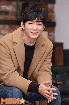 Lee Won-geun (이원근) - Picture Gallery @ HanCinema :: The Korean Movie and Drama Database Korean Men, Korean Actors, Lee Won Geun, Sassy Go Go, Park Hae Jin, Jo In Sung, V Taehyung, S Man, Asian Boys