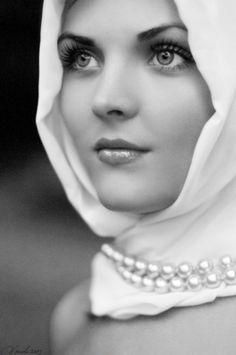 beautiful eyes & pearls