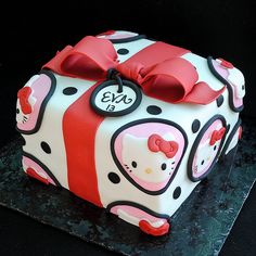 Hello Kitty Gift Cake