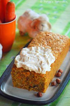 Carrot Cake mit Haferkeksen inside und Frischkäse-Topping #carrotcake #easter #cake