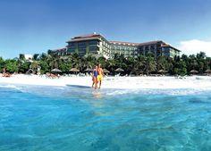 Melia Las Americas, Varadero, Cuba  Cet hôtel est situé directement sur la plage, à 10 minutes du centre-ville et à 40 minutes de l'aéroport de Varadero. Cuba Hotels, Cuba Pictures, Going To Cuba, Cuba Travel, Travel Information, Hotel Deals, Home And Away, Stuff To Do, America
