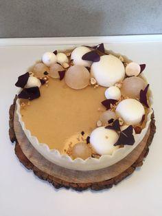 Æblelagkage med fragilitebunde. En ægte efterårs lagkage bestående af æblemousse, æblekompot og æblegelé. Se opskrift på æblelagkage med fragilitebunder her. Fancy Desserts, Fancy Cakes, No Bake Desserts, Delicious Desserts, Real Food Recipes, Cake Recipes, Dessert Recipes, Norwegian Food, Cream Cheese Recipes