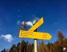 Wandern am Ossiacher See in Kärnten. Wegschild für die Burgherrenrunde Travel, Tourism, Viajes, Destinations, Traveling, Trips