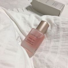 This fast-absorbing oil leaves skin with a healthy glow – soft, radiant and renewed Laura Mercier Skin Makeup, Eyeshadow Makeup, Makeup Cosmetics, Yellow Eyeshadow, Mac Makeup, Colorful Eyeshadow, Makeup Brush, Eyeshadow Palette, Beauty Care