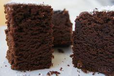 Probablemente ésta sea la receta del mejor bizcocho de chocolate del mundo. Y todo gracias a Carmen Quintano, del blog llamado, cómo si no, Bizcocho de Chocolate. Conocí a Carmen en la presentación de la guía #ruta mmmmproof en diciembre,...
