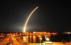 Lançamento foi feito para colocar satélite de http://enemhumanas.blogspot.com.br/comunicações em órbita (Foto: Malcolm Denemark/Florida Today/AP)