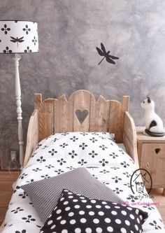 This bed is adorable!