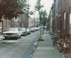Picture taken August 1974 on 100 block of Sigel St looking east towards Front St. If you look closely under I95 you will see light shade of blue. That is the old barrel factory at Water & Mifflin St.