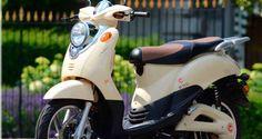 Deze emco Novi geniet lekker van het zonnetje #lente Electric Scooter, Scooters, Motorcycle, Vehicles, Motor Scooters, Motorcycles, Car, Vespas, Motorbikes