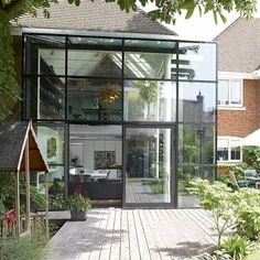 Modern glass panel extension a spectacular glass cube has transformed what was an uninspiring new build into contemporary space, flooded with light. Bungalow Extensions, House Extensions, Glass Extension, Extension Ideas, Garage Extension, Extension Google, Glass Structure, Cool Tree Houses, Glass Cube