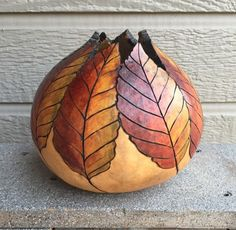 Carving Gourds with a Dremel - again, make a paper mache clay gourd n carve away. Hand Painted Gourds, Decorative Gourds, Ceramic Pottery, Ceramic Art, Dremel Carving, Gourds Birdhouse, Pyrography Patterns, Deco Nature, Keramik Vase