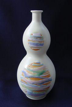 第22回  ひょうたん   2003年作 日本のイメージの中でもデザインや色合いが可愛いものが大好きなので、…