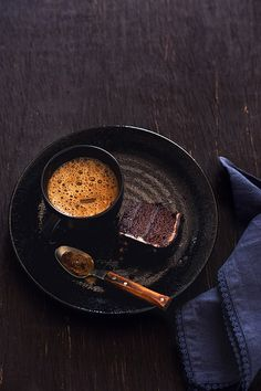 Black coffee with chocolate cake
