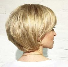 70 Cute and Easy-To-Style Short Layered Hairstyles short layered golden blonde bob Layered Bob Short, Short Layered Haircuts, Short Hair With Layers, Haircuts For Long Hair, Long Layered Hair, Messy Hairstyles, Short Hair Cuts, Layered Hairstyles, Blonde Hairstyles