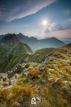 by Adam Brzoza/widok na Krzyżne i Orlą Perć #tatry #tatramountains #Poland #landscape #mountains What A Beautiful World, Beautiful Places, Poland Culture, Germany Poland, Visit Poland, Outdoor Pictures, 10 Picture, Nature Pictures, Beautiful Landscapes