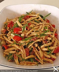 Nudelsalat mediterran Pasta salad mediterranean, a nice recipe from the category party. Raw Food Recipes, Appetizer Recipes, Healthy Recipes, Drink Recipes, Mediterranean Pasta Salads, Eat Smart, Pasta Salad Recipes, Food Truck, Good Food