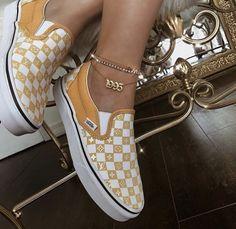 7008aef92 645 melhores imagens de calçados em 2019