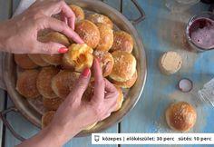 Eszméletlen sajtos golyók Appetizers For Party, Pretzel Bites, Cheddar, Love Food, Sausage, Muffin, Bread, Breakfast, Recipes
