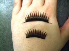 How to choose and apply your own false eyelashes | @offbeatbride
