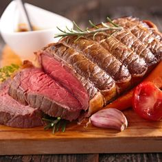 How To Reheat Roast Beef Without Overcooking It: Barbara's Go-To Methods - MerchDope Roast Fillet Of Beef, Rare Roast Beef, Prime Rib Roast, Leftover Prime Rib, Leftover Roast Beef, Veal Recipes, Crockpot Recipes, Foods High In Iron, Recipes