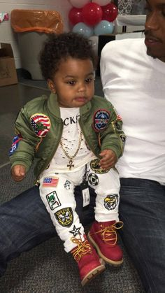 This kid outfit is dope Baby Boy Fashion, Toddler Fashion, Kids Fashion, Baby Kind, Pretty Baby, Cute Baby Boy Outfits, Kids Outfits, Cute Kids, Cute Babies