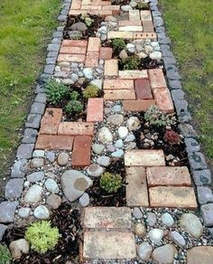Diy Walking Path, Garden Yard Ideas, Garden Decorations, Garden Art, Herb Garden, Garden Shrubs, Diy Garden, Garden Ideas Next To House, Glass Garden