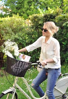 rorymtoelle: I kind of really want to start doing this (Crush Cul de Sac) Mein Style, Bicycle Girl, Bicycle Women, Cycle Chic, Bike Style, Looks Style, Spring Summer Fashion, Spring Wear, Summer 3