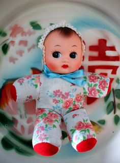 Vintage rubber faced squeak doll I had one these! Old Dolls, Antique Dolls, Vintage Dolls, Doll Toys, Baby Dolls, Fly Paper, Modern Toys, Rubber Doll, China Girl