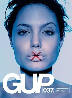 Angelina Jolie stars this new GUP magazine coming out next week (GUP = Guide to Unique Photography) Don't know the photographer (yet)  http://www.coverjunkie.com/new-covers/12305Ver traducción