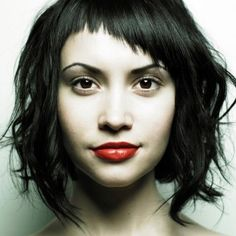 woman-black-hair-red-lips