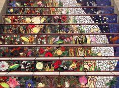 Una piccola gemma artistica nel cuore di San Francisco: una scalinata in mosaico, creata nel 2005 dopo due anni e mezzo di lavoro, da parte del ceramista irlandeseAileen Barr e l'artista di …