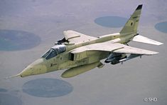 French Armée de l'Air Sepecat Jaguar during the first Gulf War. Last Jags withdrawn from French service on 1 July New Aircraft, Fighter Aircraft, Fighter Jets, Jaguar, Military Jets, Military Aircraft, Photo Avion, War Jet, Airplane Fighter