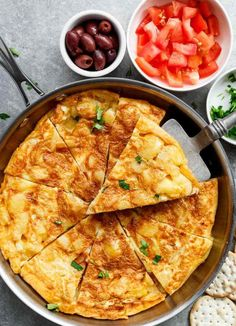 Spanish Omelette (Spanish Tortilla) is perfect served hot or cold, and so easy to make! Perfect for picnics, bbq& or your Tapas menu! Breakfast And Brunch, Breakfast Recipes, Breakfast Bites, Spanish Tortilla Recipe, Egg Tortilla, Spanish Omelette, Swedish Meatball Recipes, 185, Omelette Recipe