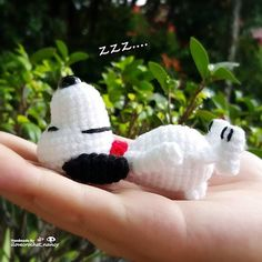 Ahhhh so sleepy 😴😴😴 (check out how to make this cute little snoopy amigurumi tutorial on YouTube by Canal Crochet ~ Have fun crocheting 💞)