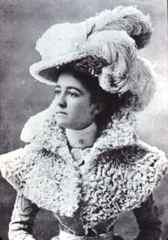 1890s hat... and the small cape was called a caplet.