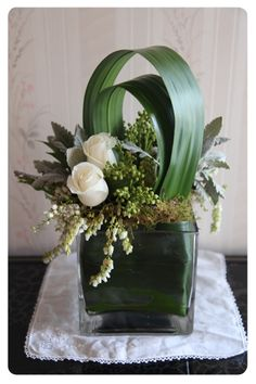 Corporate flowers, corporate flower centerpiece, add pic source on comment and… - Floral Decor Contemporary Flower Arrangements, Beautiful Flower Arrangements, Beautiful Flowers, Arte Floral, Deco Floral, Vase Arrangements, Floral Centerpieces, Wedding Centerpieces, Ikebana