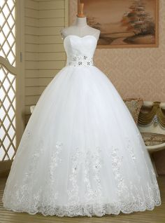 Luxurious Sweetheart Beaded Long Wedding Dress, Floral Lace Appliques Tulle Wedding Gown, Lace-up Floor Length Ball Gown Wedding Dress,