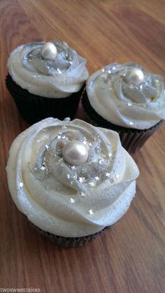 White fondant edible pearls 6mm - wedding cake decoration, cupcake decorations