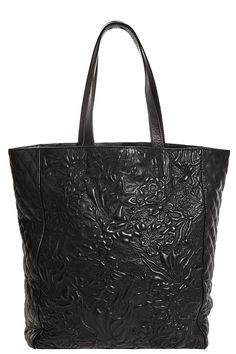 The chic Maxou Cabas Tote is perfect for traveling! @Kristen Kyslinger St. Barth