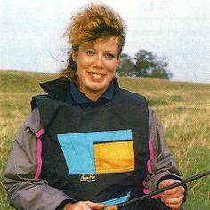 Sandra Halkon-Hunt, Anglerin am unteren Trent.  Seit ihrer Jugend ist die Designerin Sandra Halkon-Hunt begeisterte Anglerin, die britischen Matchfischer lieben die von ihr entworfene Teamkleidung.  Weit entfernt von der englischen Nordseeküste windet sich das Flüsschen Trent durch die leicht gewellte Landschaft von Nottingham.   http://www.angelstunde.de/sandra-halkon-hunt/