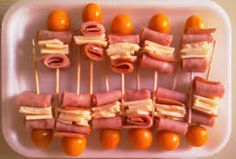 Snacks para fiestas salados ideas for 2019 Diy Snacks, Quick Snacks, Healthy Snacks For Kids, Party Snacks, Meat Fruit, Homemade Pretzels, Kid Desserts, Party Trays, Protein Snacks