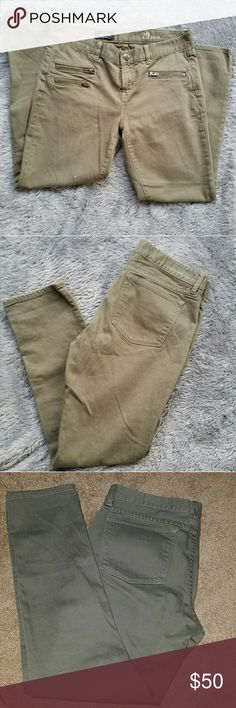 "J. Crew toothpick olive green jeans size 29 Olive green J. Crew toothpick jeans. Size 29. Zipper pockets.  They are an olive green. Perfect condition.  Front rise: 9"" Inseam: 27"" J. Crew Jeans"