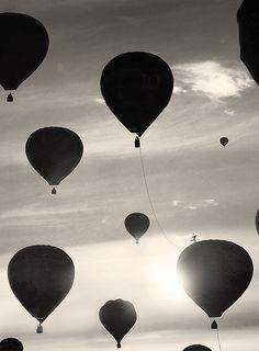 #bw • #photography • hot air balloons • www.BlickeDeeler.de